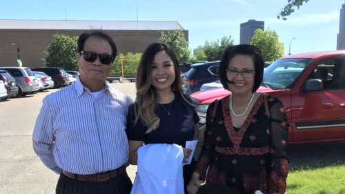 Kelly Bang and her parents